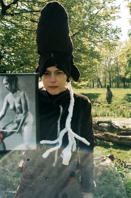 Press photo: Queens Deers, performance by Line Skywalker Karlström, 2004